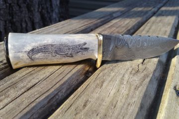 alligator-skrimshaw-on-deer-antler-damaskas-steel