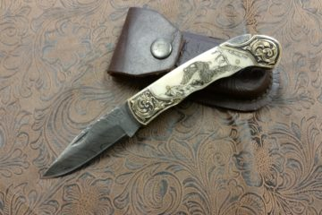scrimshaw-soaring-eagle-on-bone-handle-knife-with-damascus-steel-blade